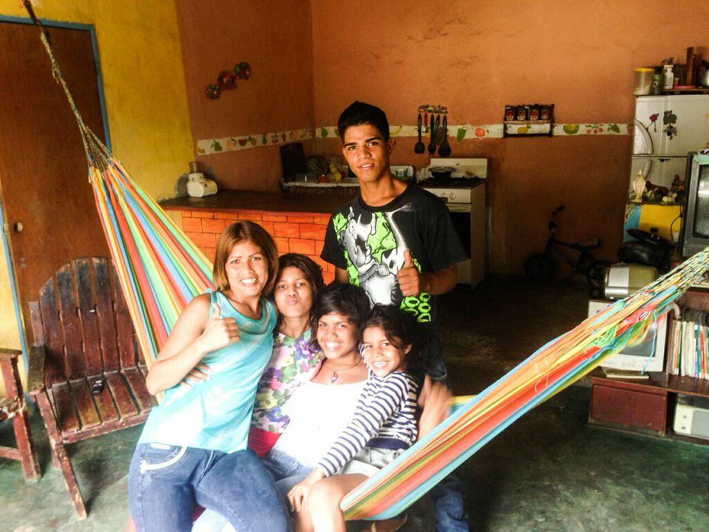 Neyi con cuatro de sus hijos.