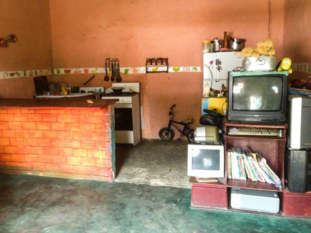 La cocina integrada al salón de la casa.